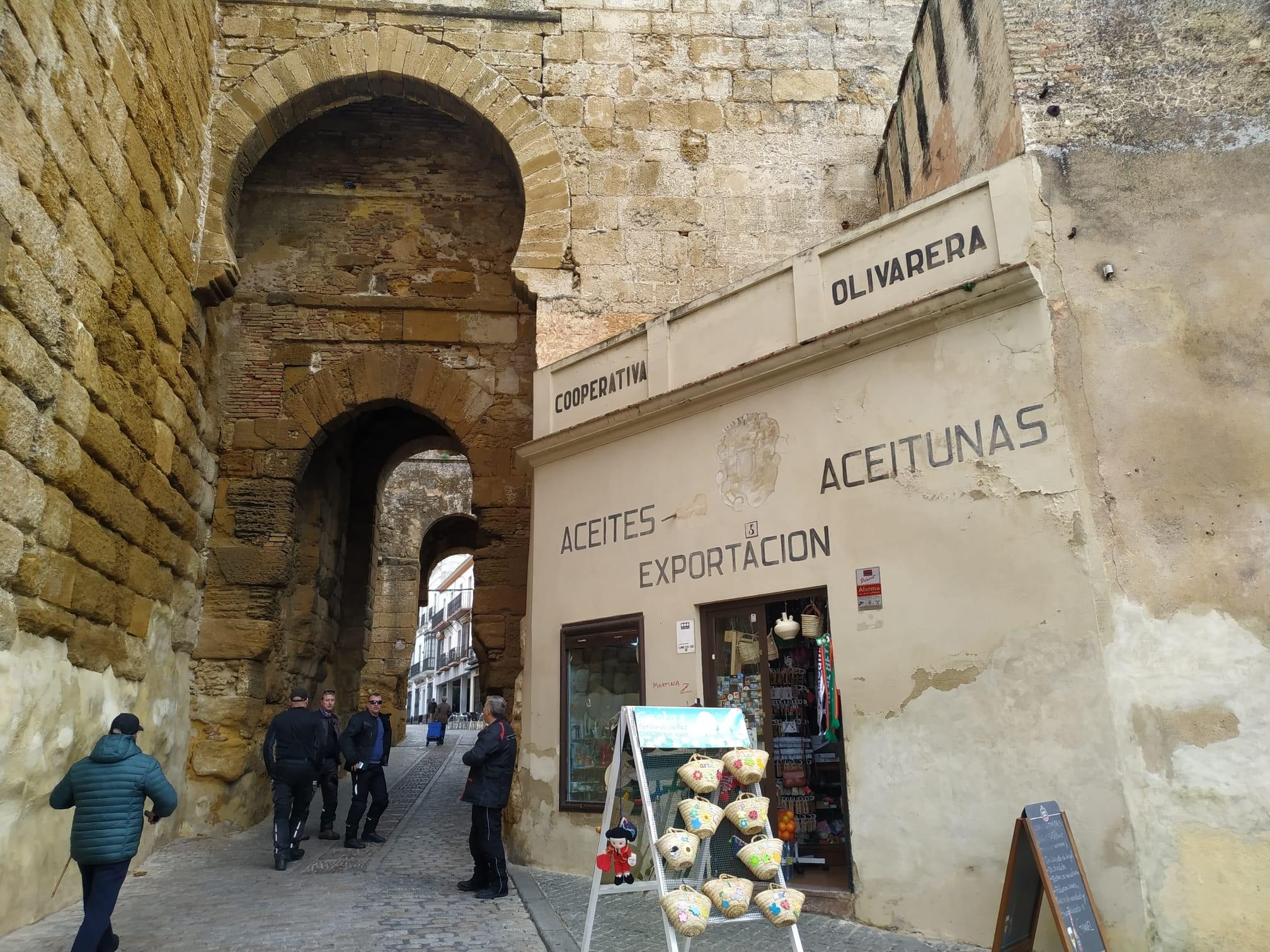 Exterior tienda Puerta de Sevilla en Carmona