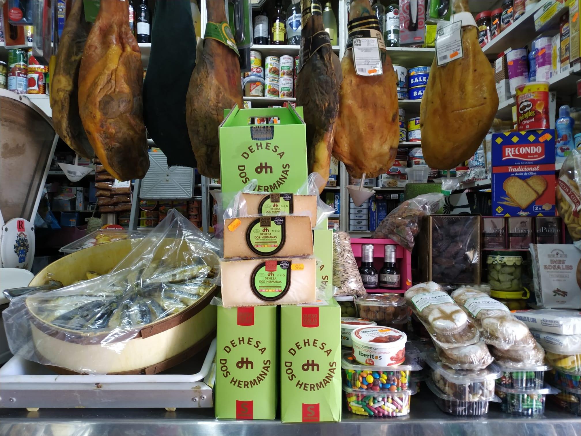 queso dehesa dos hermanas en tienda Paco Vago de Carmona